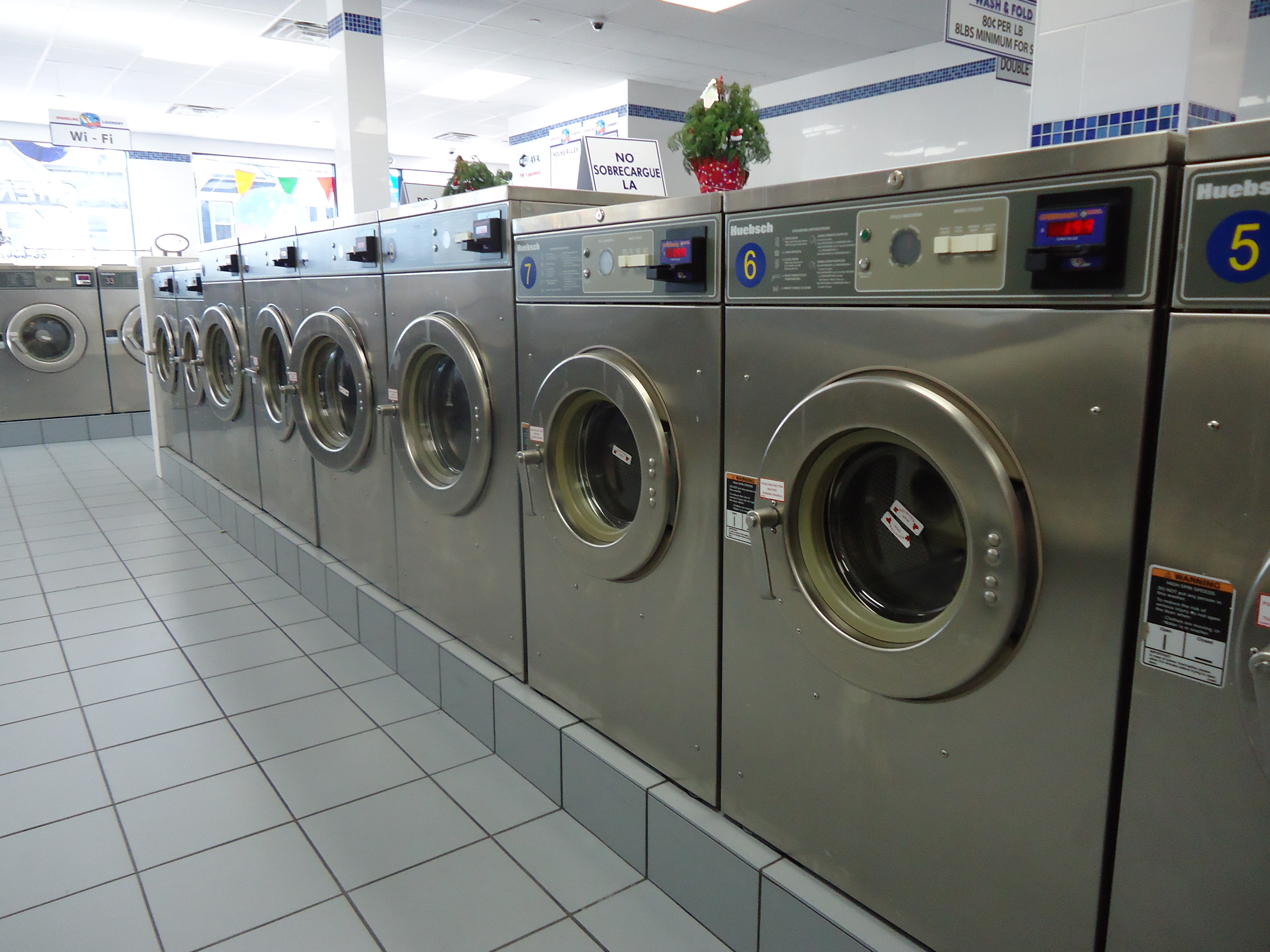 Laundromat + Builing (런드리멧 + 건물) – Bronx