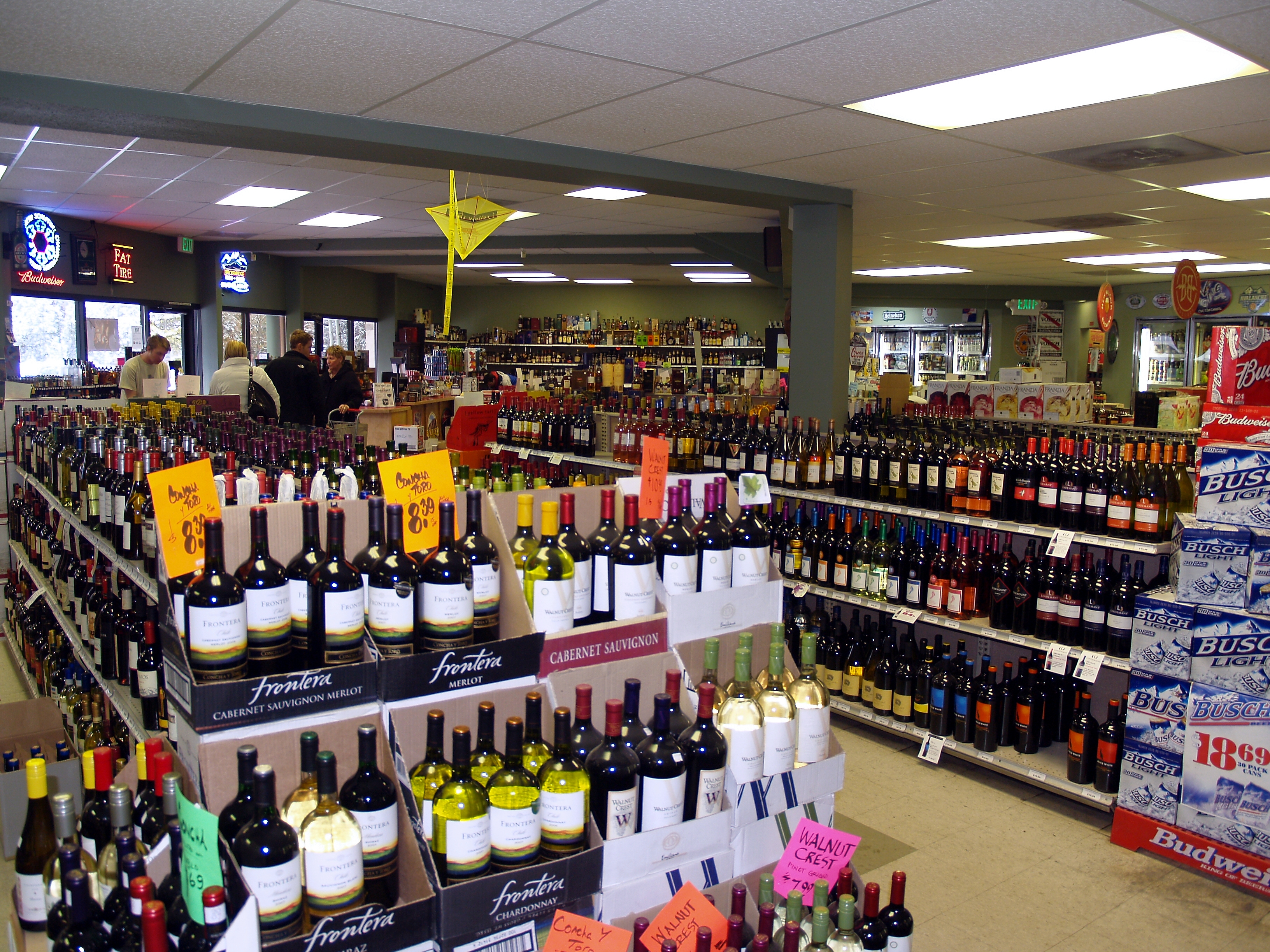 Liquor store   长岛 – 酒莊  年销售额 $230万